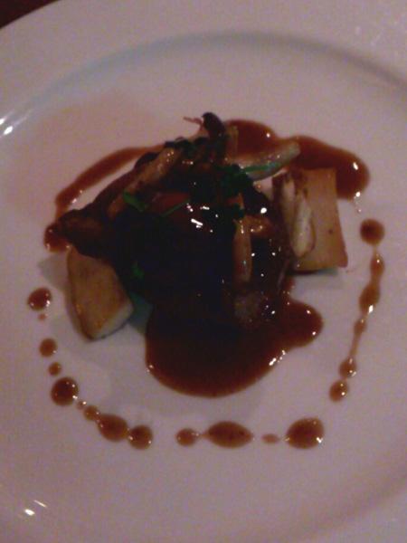 牛フィレ肉のソテー キノコと共に ソースマデラ