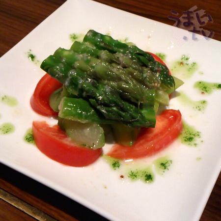 グリル チンチン (Cincin)グリーンアスパラガスのサラダ500円