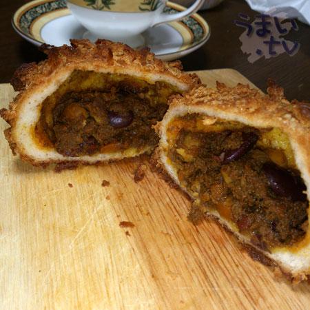ベッカライ 徳多朗 豆のカレーパン