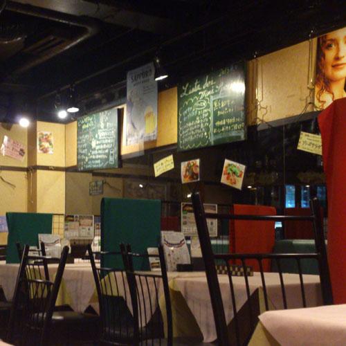 イタリア食堂 ブラーボ 店内