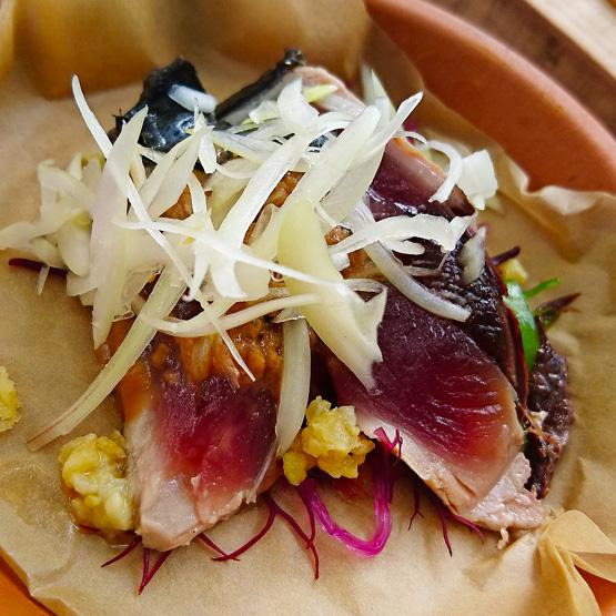 日海丸の日帰りカツオのたたき 桜チップの瞬間燻製